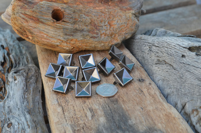 Large Indented Gun Metal Pyramid Studs