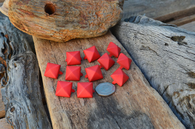 Large Red Rubberised Pyramid Studs