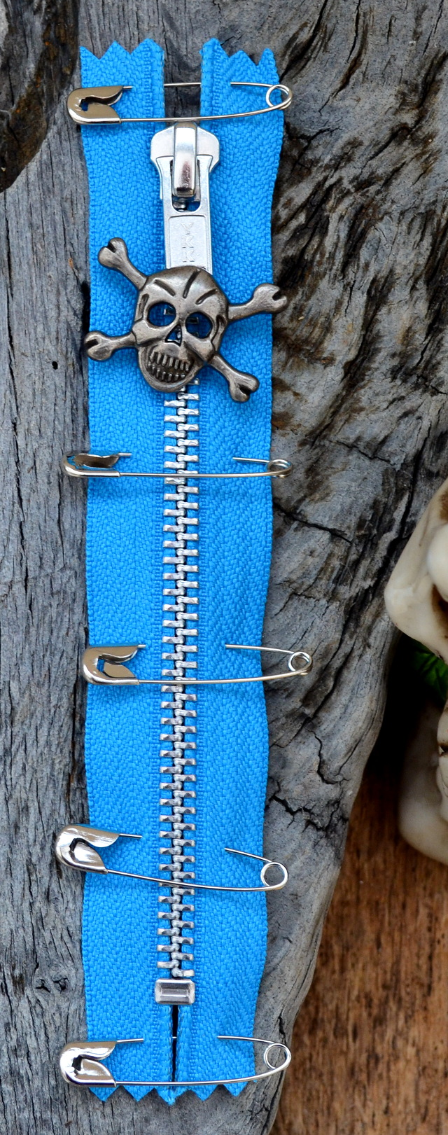 BLUE PUNK ZIP With Skull Puller