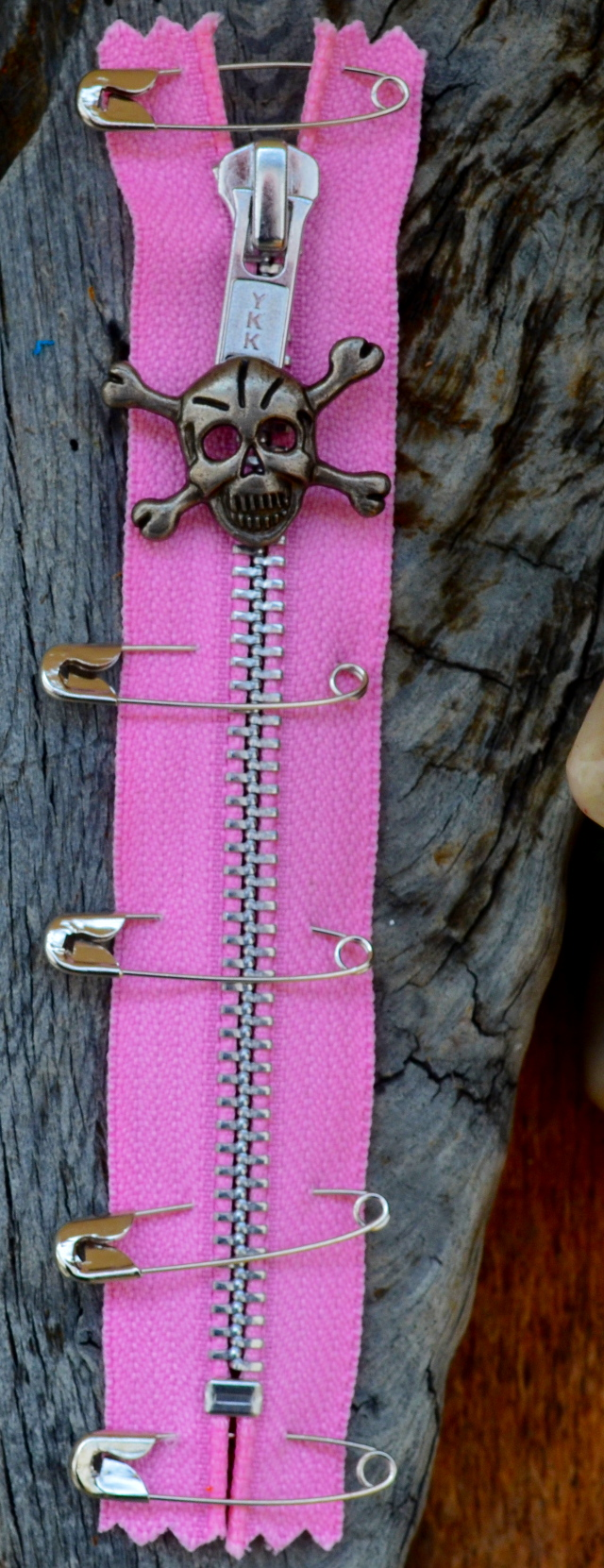 PINK PUNK ZIP With Skull Puller